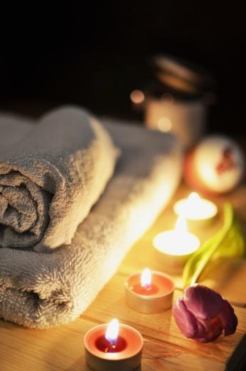 love-romantic-bath-candlelight-spa